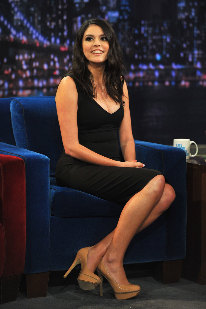 Cecily-Strong-Heels-Pics