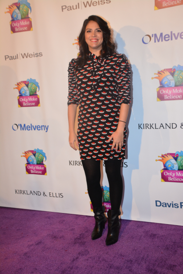 Cecily-Strong-Leggings-Pics