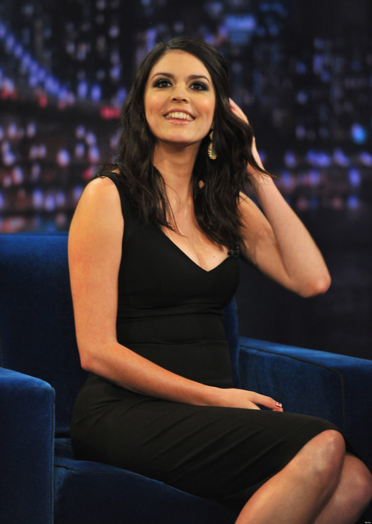 Cecily-Strong-Legs-Images