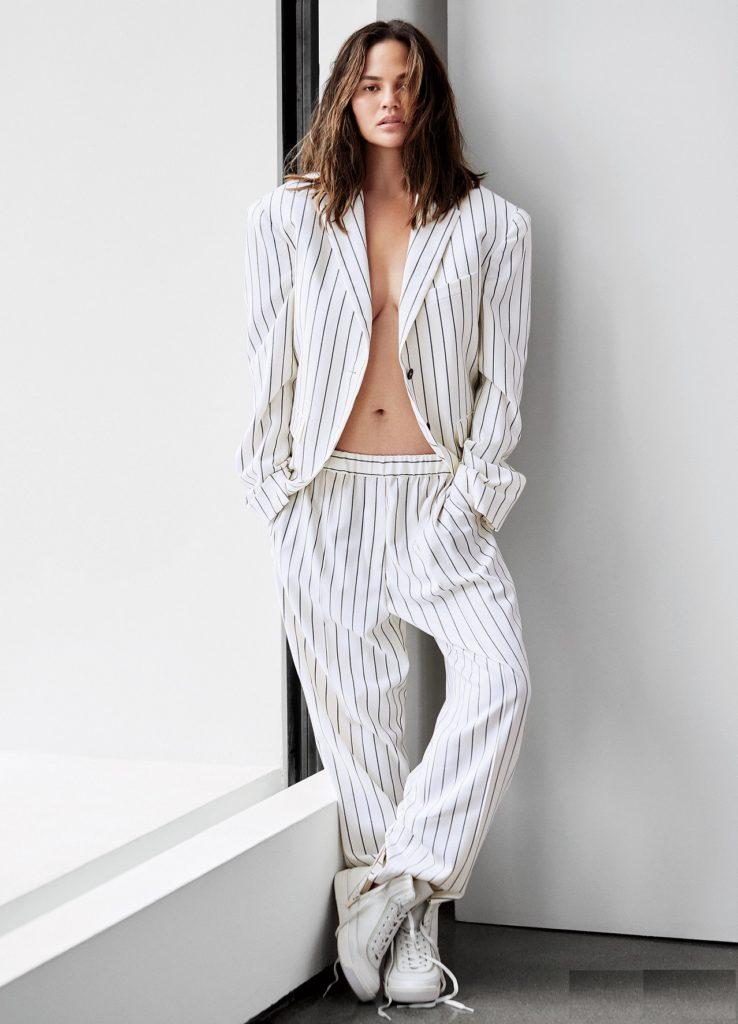 Chrissy-Teigen-Sexy-Navel-Pics