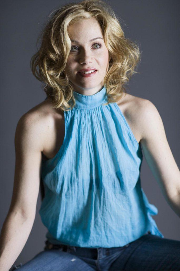 Christina-Applegate-Armpits-Photos