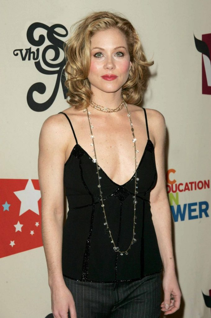 Christina-Applegate-Muscles-Wallpapers