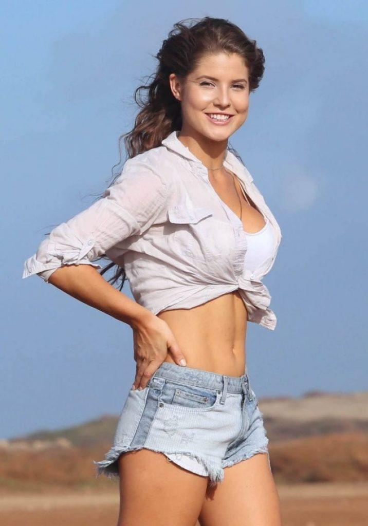 Amanda-Cerny-Short-Jeans-Pics