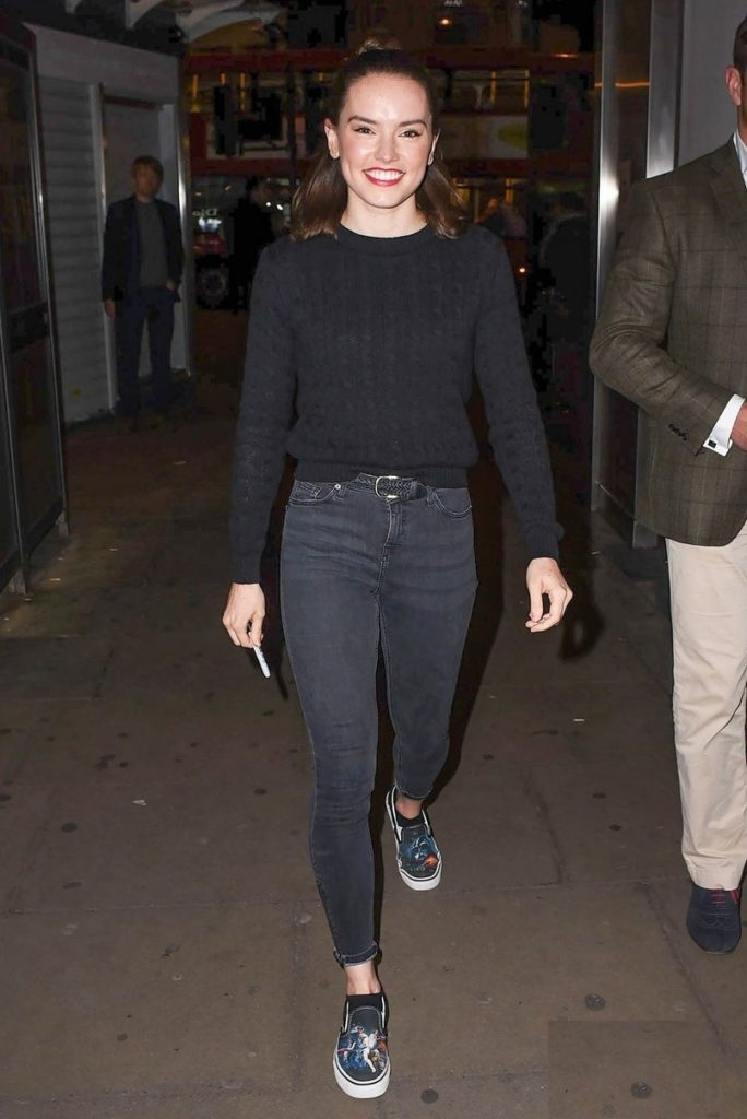 Daisy-Ridley-LEggings-Pictures