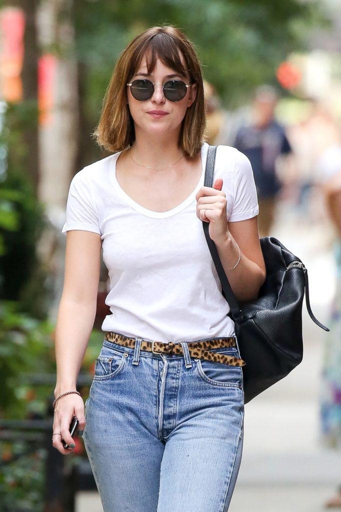 Dakota-Johnson-Jeans-Pictures