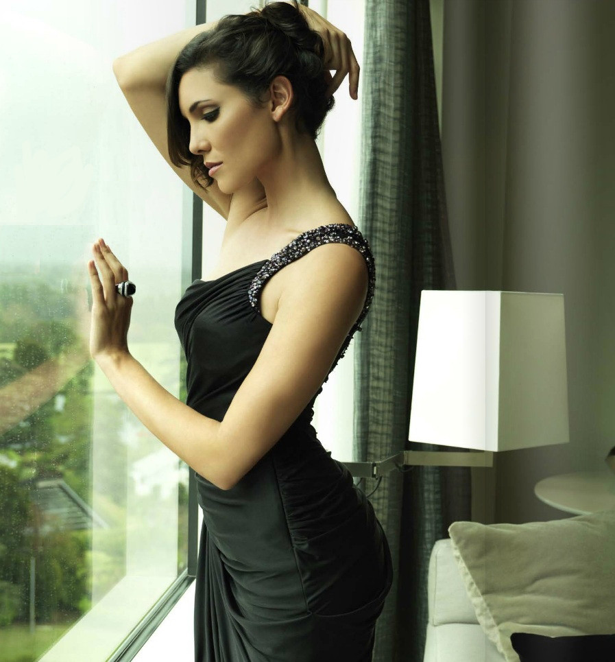 Daniela-Ruah-Short-Hair-Images