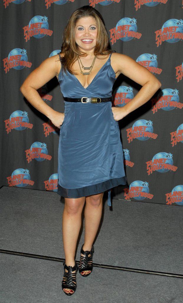 Danielle-Fishel-Skirt-Pictures