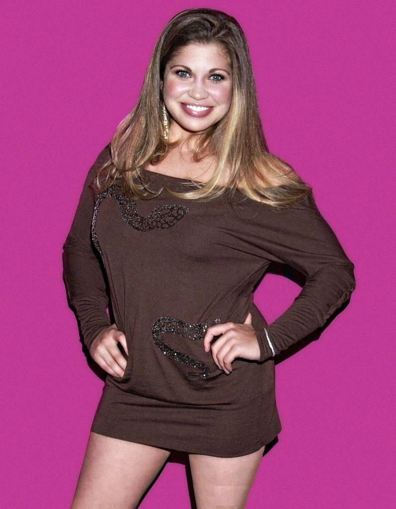 Danielle-Fishel-Thighs-Pics
