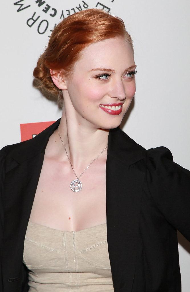 Deborah-Ann-Woll-Hair-Style-Pics