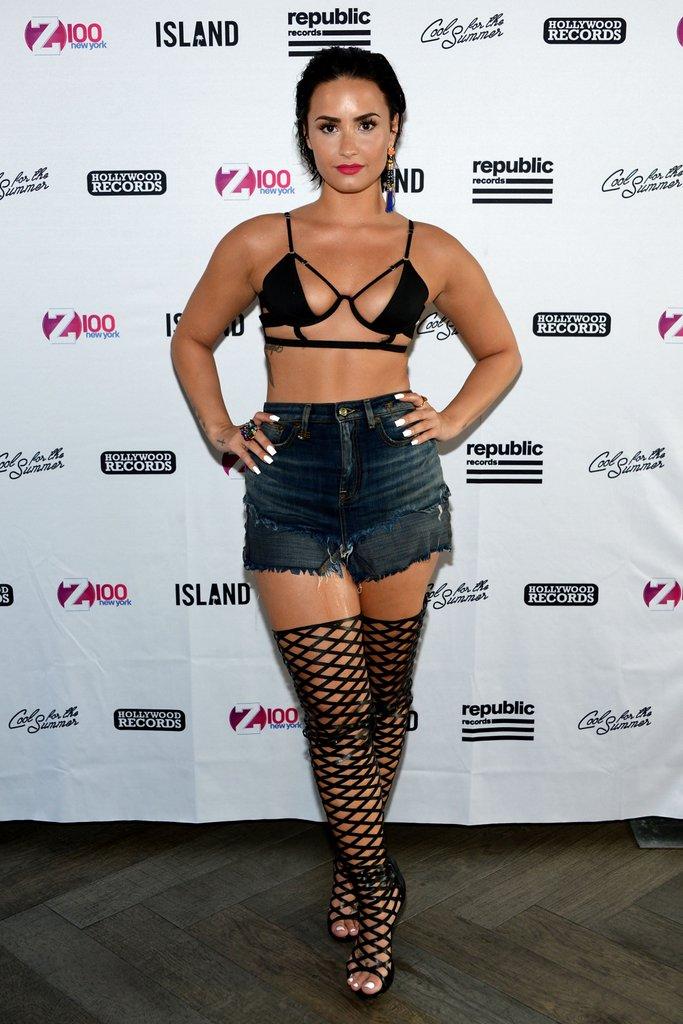 Demi-Lovato-Bra-Panty-Pictures