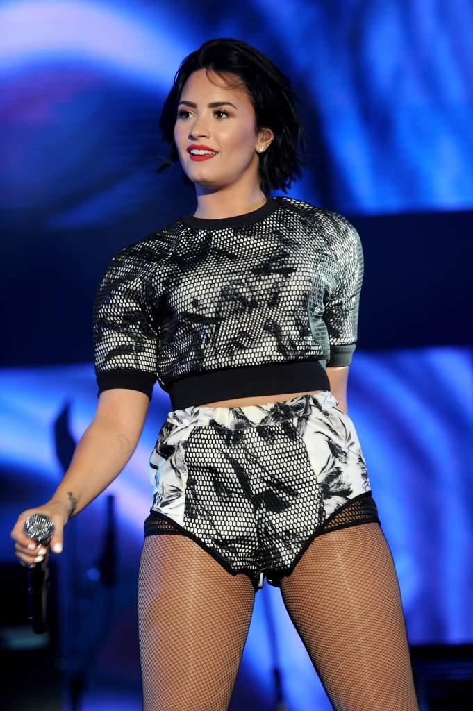 Demi-Lovato-Legs-Pics