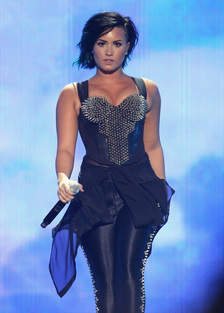 Demi-Lovato-Short-Hair-Pics