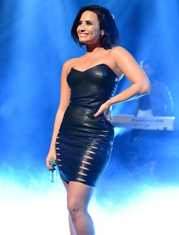 Demi-Lovato-Short-Images