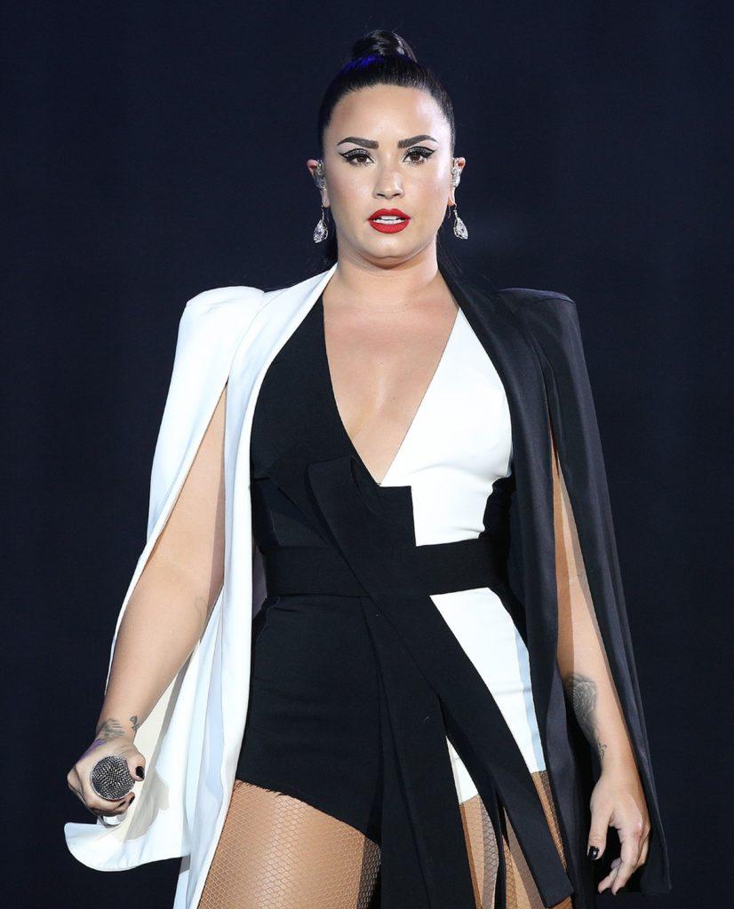 Demi-Lovato-Swimsuit-Pictures