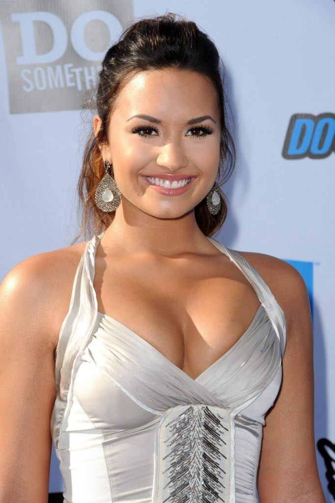 Demi-Lovato-Topless-Wallpapers