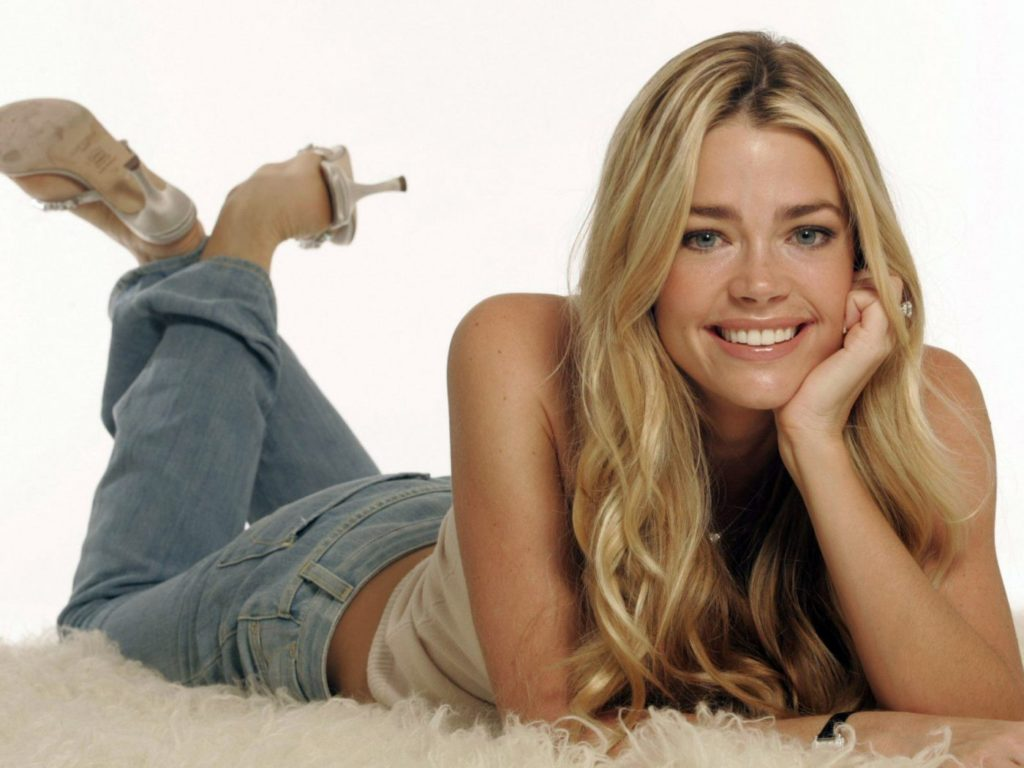 Denise-Richards-Jeans-Wallpapers