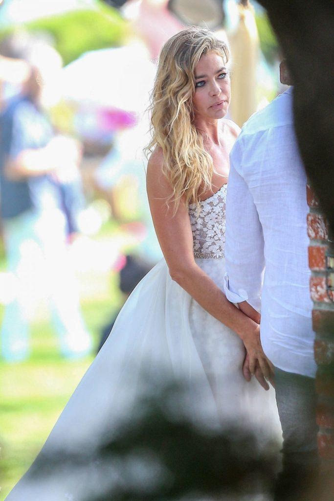 Denise-Richards-Wedding-Gown-Images