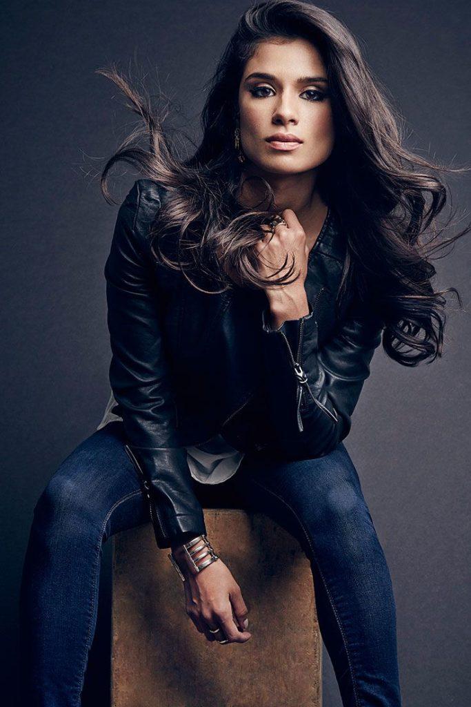 Diane-Guerrero-Jeans-Wallpapers
