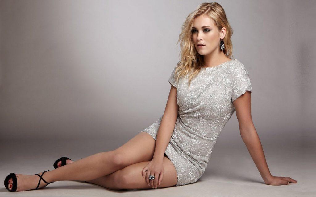 Eliza-Taylor-Bikini-Images