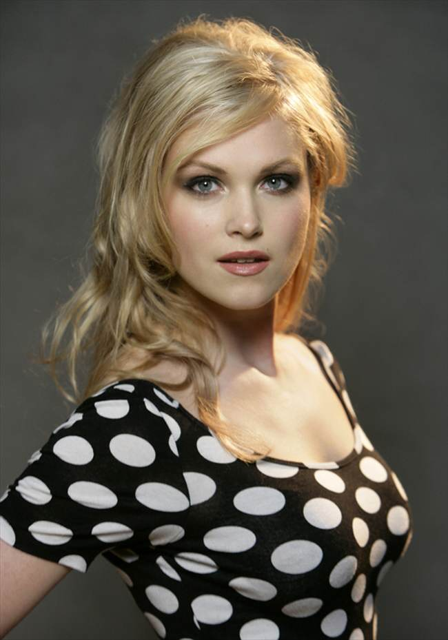Eliza-Taylor-Cute-Wallpapers