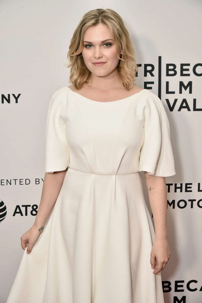 Eliza-Taylor-Gown-Photos