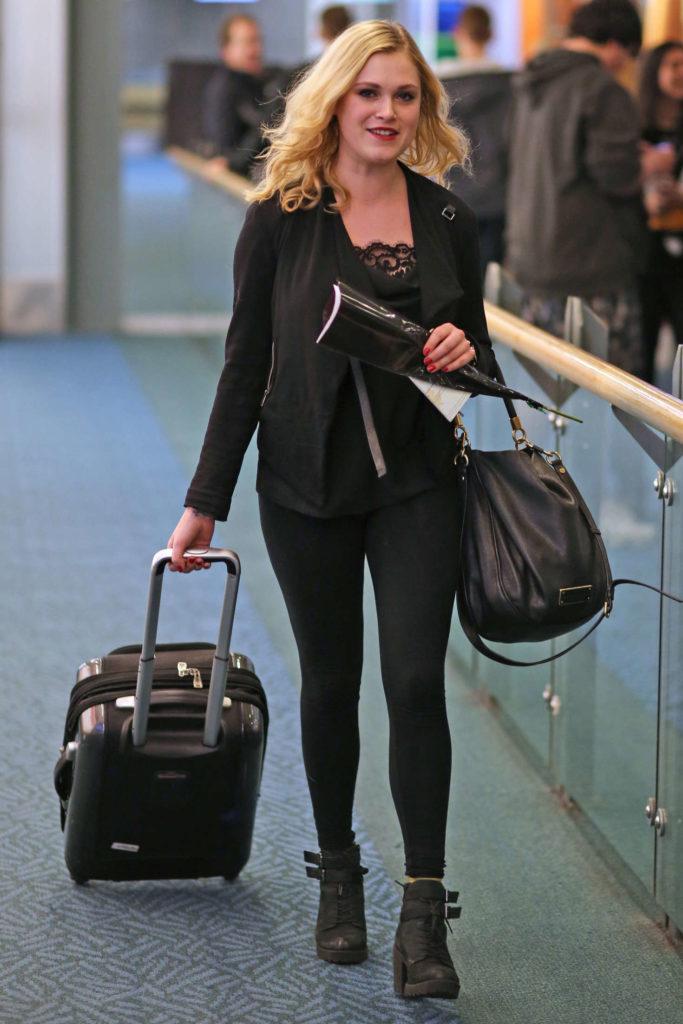 Eliza-Taylor-Leggings-Pics