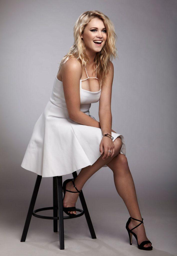 Eliza-Taylor-Lingerie-Pics
