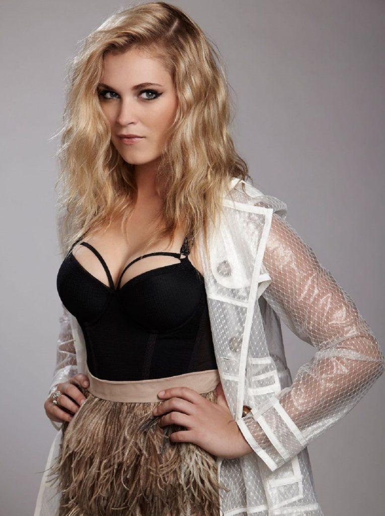 Eliza-Taylor-Navel-Pics