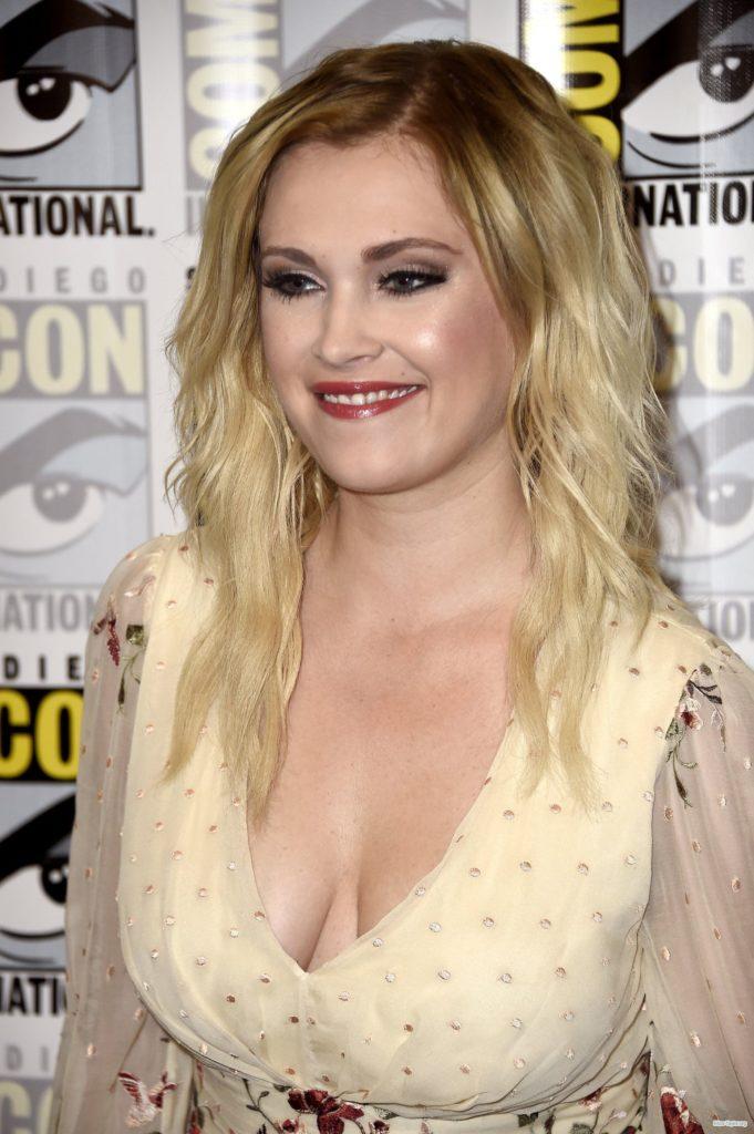 Eliza-Taylor-Topless-Photos