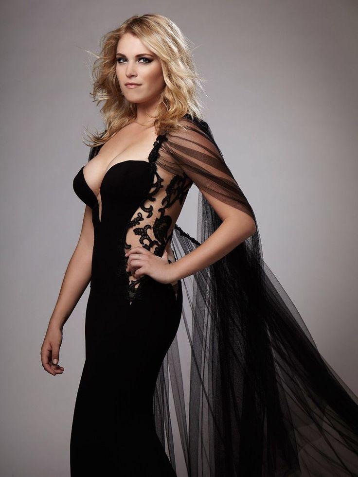 Eliza-Taylor-Topless-Pics