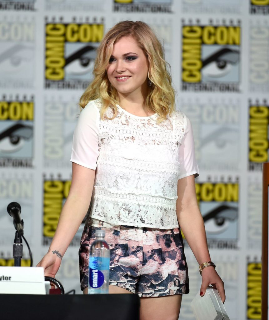 Eliza-Taylor-thighs-Pictures