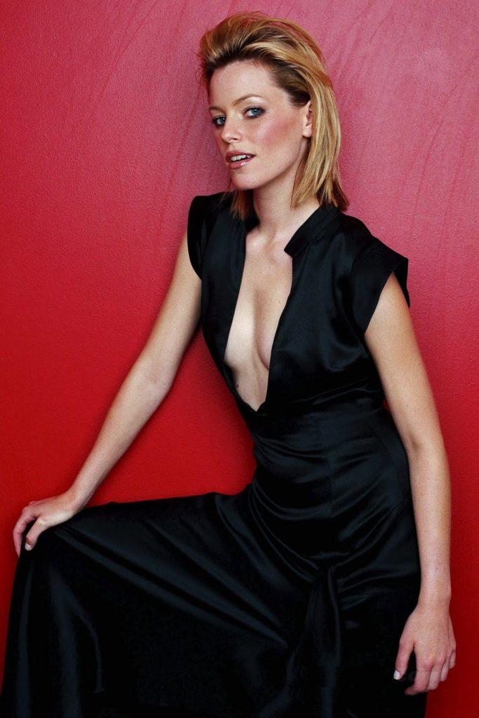 Elizabeth-Banks-Topless-Images