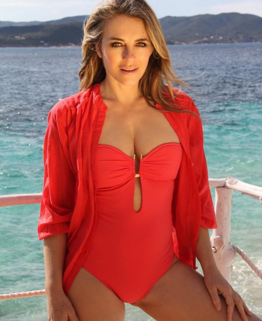 Elizabeth-Hurley-Swimsuit-Photos