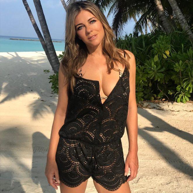 Elizabeth-Hurley-Topless-Photos