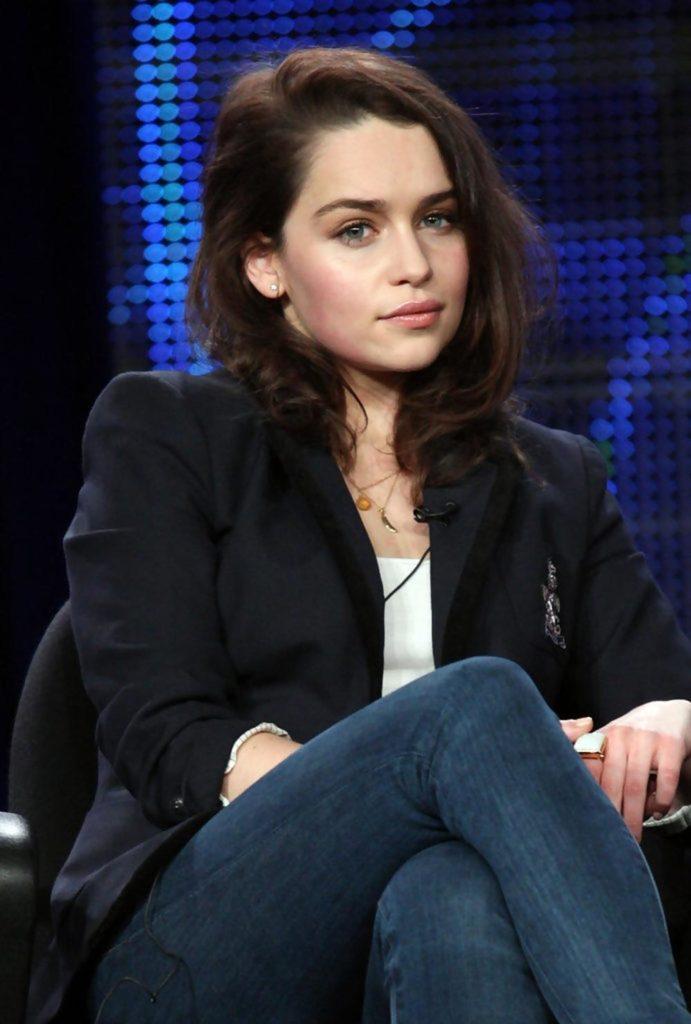 Emilia-Clarke-Jeans-Photos