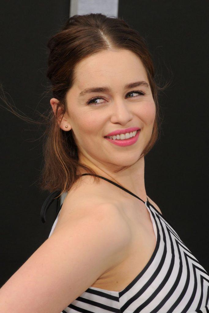Emilia-Clarke-Sexy-Smile-Pictures