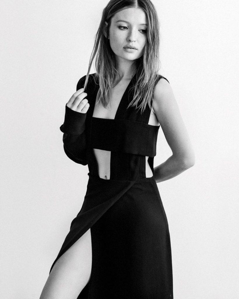 Emily-Browning-Bra-Photos