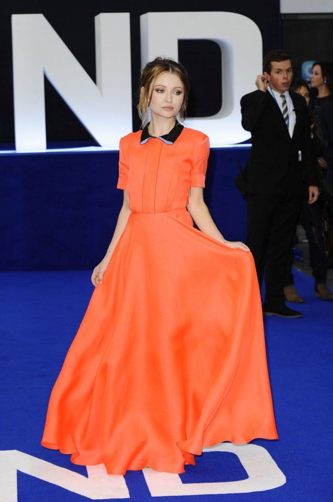 Emily-Browning-Gown-Photos
