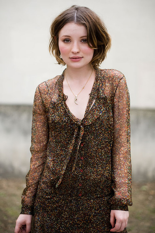 Emily-Browning-Hair-Style-Photos