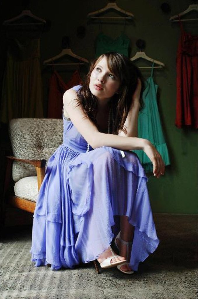 Emily-Browning-Leaked-Pictures