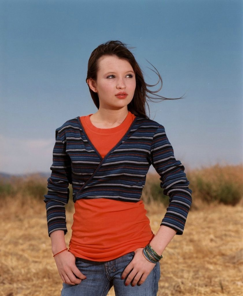 Emily-Browning-Leggings-Pictures