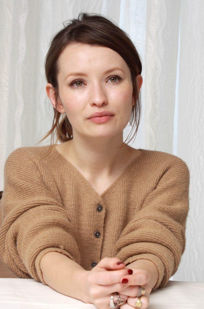 Emily-Browning-Makeup-Photos