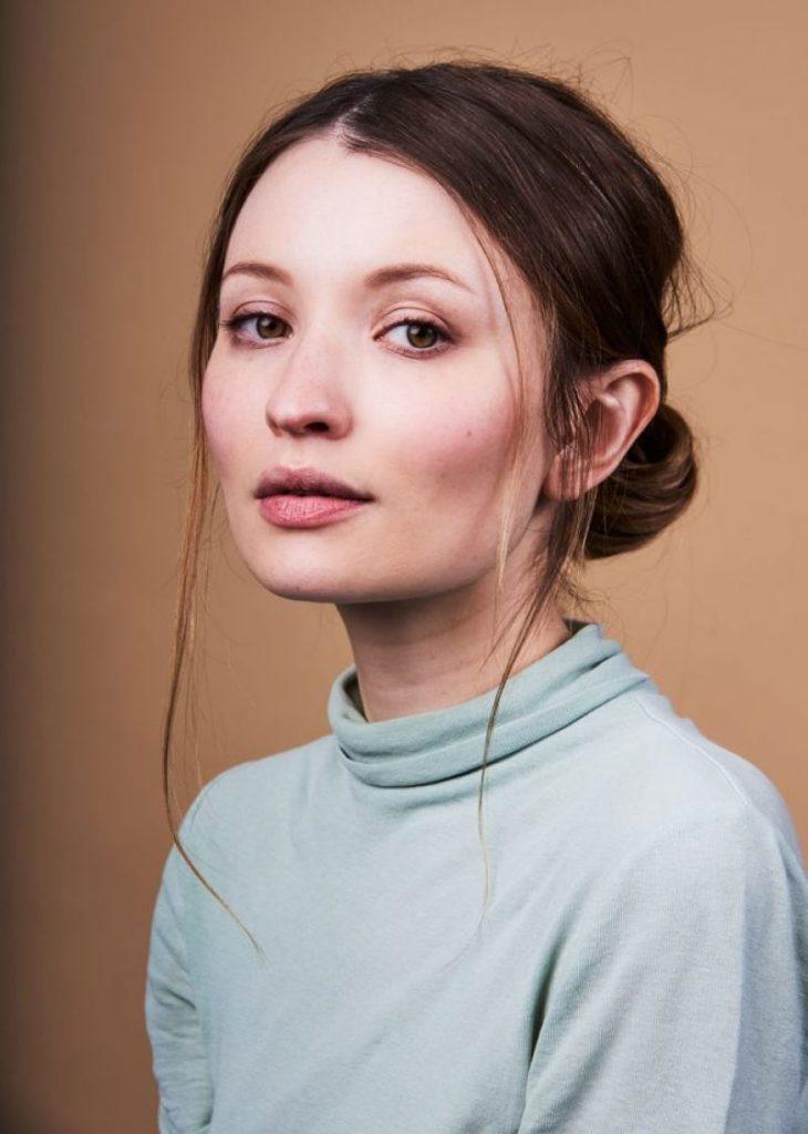 Emily-Browning-Makeup-Pics