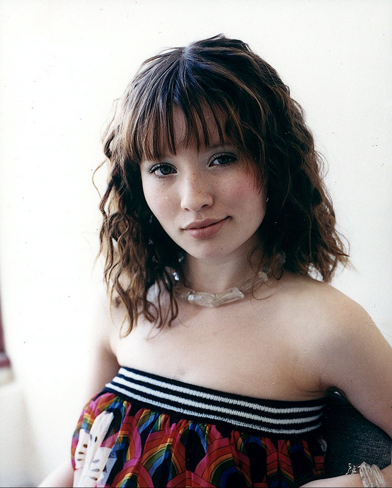 Emily-Browning-Sexy-Eyes-Pics