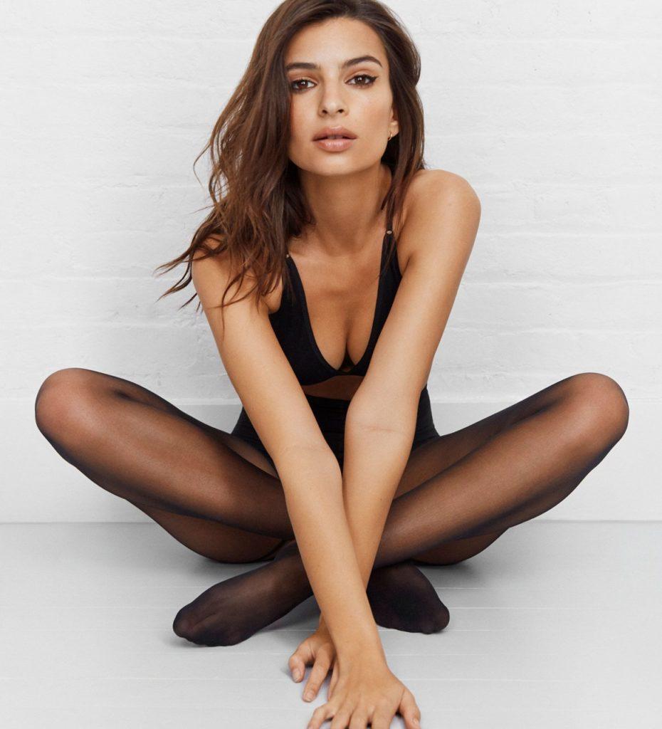 Emily-Ratajkowski-Leggings-Photos
