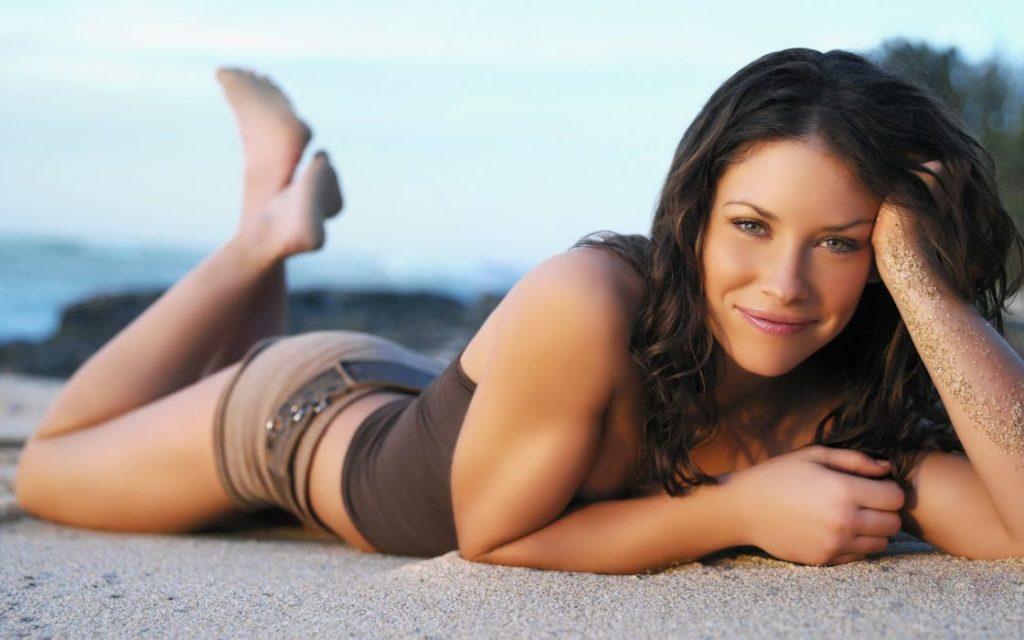 Evangeline-Lilly-Bikini-Beach-Photos