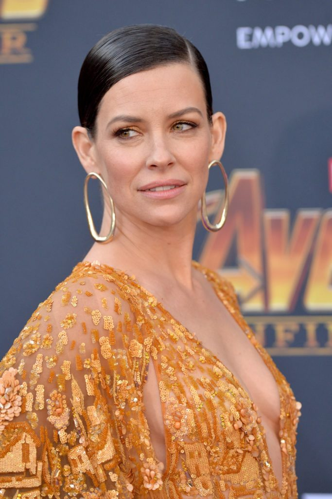 Evangeline-Lilly-Braless-Pictures