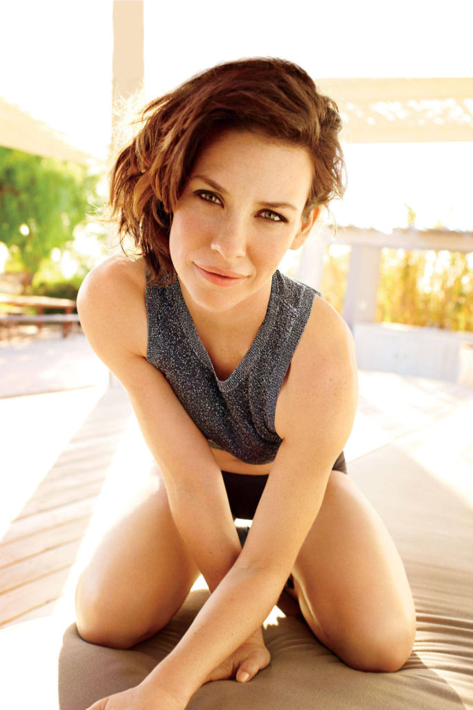 Evangeline-Lilly-Sexy-Thighs-Pics