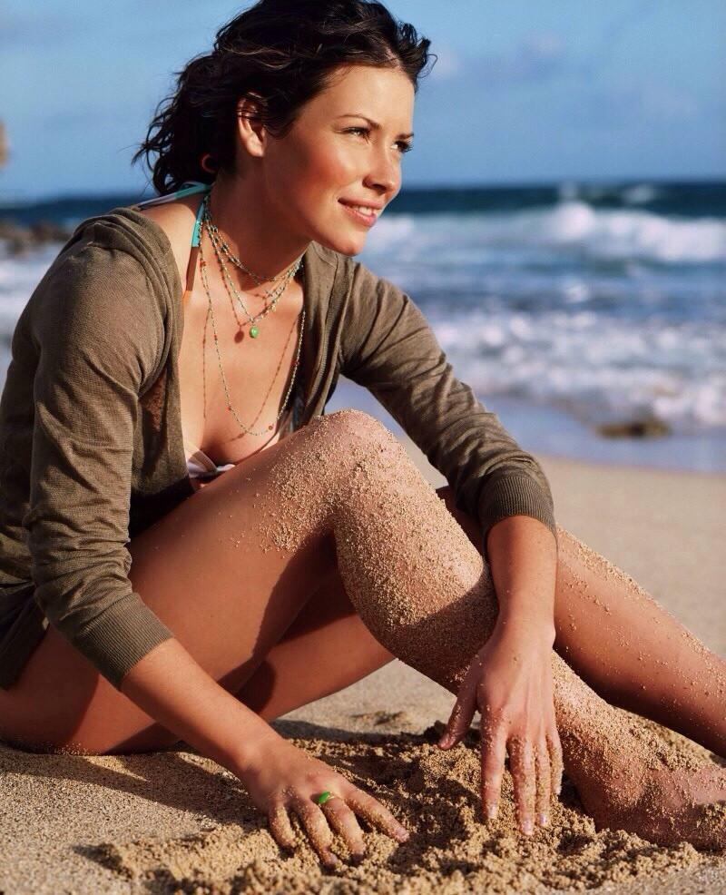 Evangeline-Lilly-Swimsuit-Beach-Pics