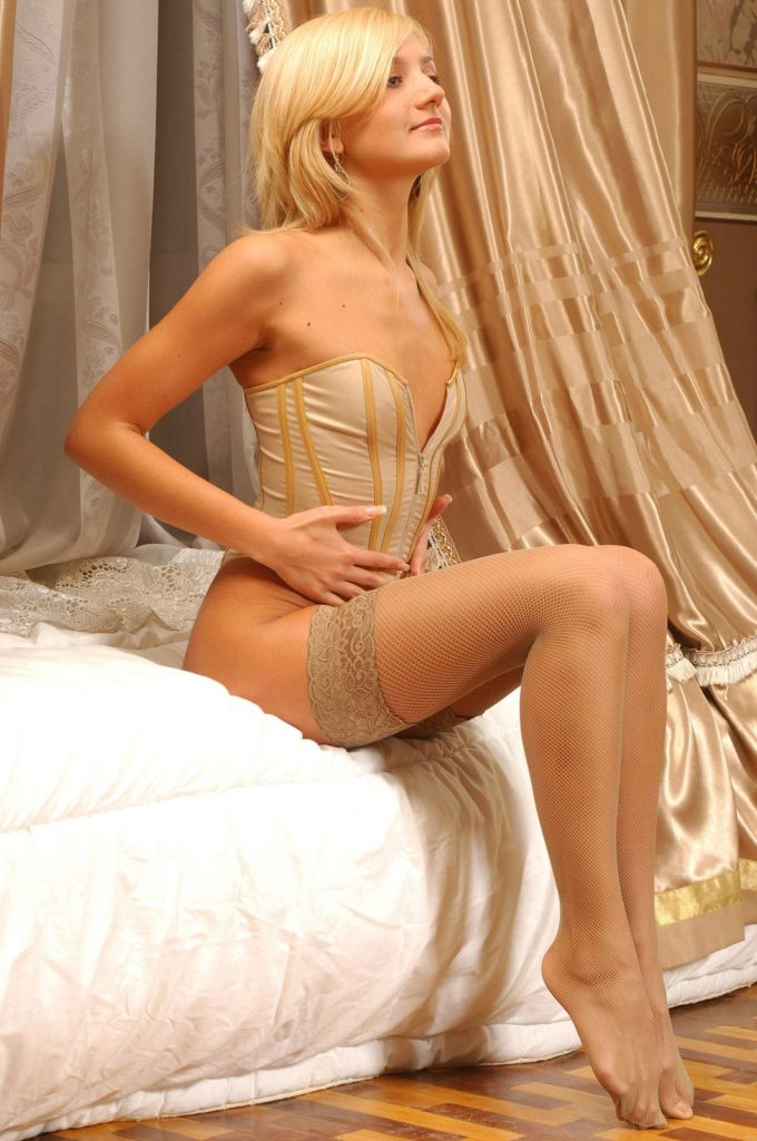 Evanna-Lynch-Bikini-Bra-Images